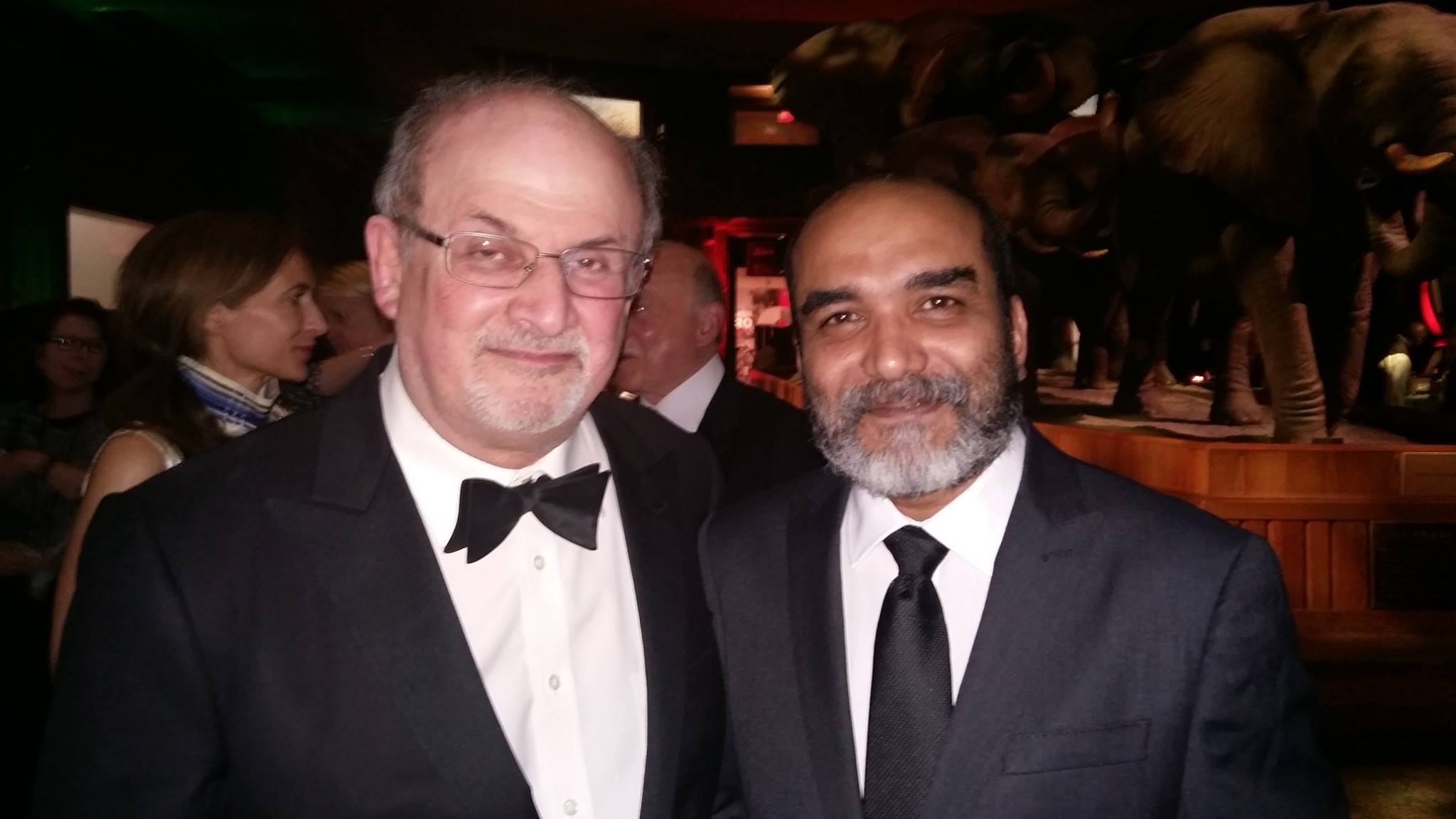 Co-founder of the Shuddhashar publishing house, Mahbub Leelen, together with Salman Rudshdie at the PEN Gala 16 May 2016. Photo.