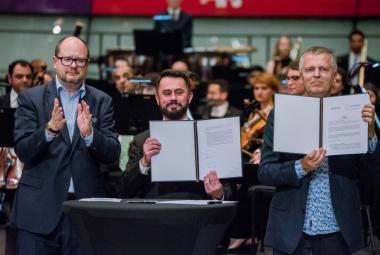 Gdansk joins ICORN 30 August 2017. From left: Mayor of the City of Gdańsk, Paweł Adamowicz, Director of the Gdańsk City Gallery, Piotr Stasiowski, ICORN Director Helge Lunde. Photo by Dominik Paszlinski/gdansk.pl. Photo.