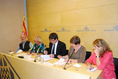 From the left: Dr. Josep Maria Terricabras, Professor at the University of Girona and chair of the PEN committee for Translation and Linguistic Rights, Carme Arenas, President of Catalan PEN, Carles Puigdemont i Casamajó, Mayor of Girona, Elisabeth Dyvik, Programme Director, ICORN, Raffaella Salierno, general secretary of PEN Catalan and director of their writers in prison committee.