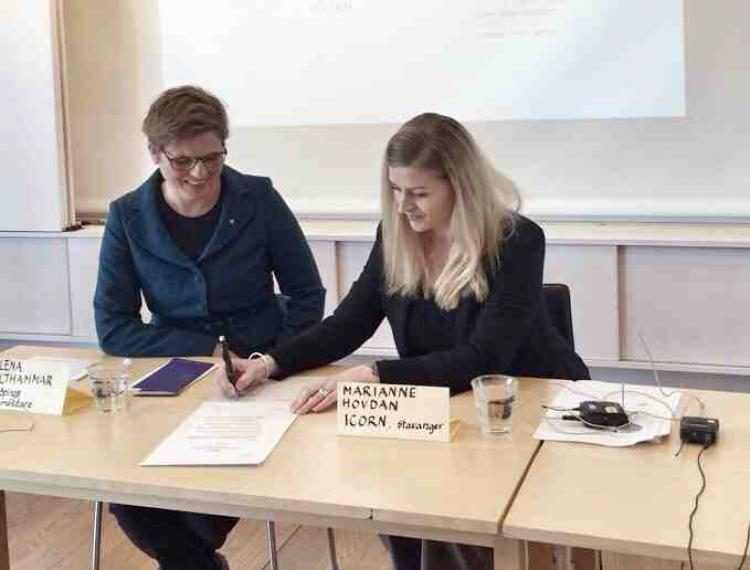 Mayor Helena Balthammar and Marianne Hovdan (ICORN). Photo: Elnaz Baghlanian, Swedish PEN